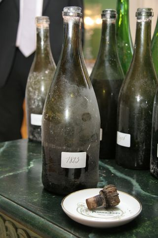 1825 bottle and cork